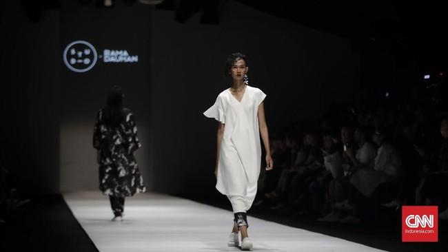 COTTONINK kembali menggandeng desainer Rama Dauhan lewat lini Studio. COTTONINK mencoba keluar dari kebiasaannya dan berkolaborasi dengan Rama yang identik dengan tampilanedgy.(CNN Indonesia/Adhi Wicaksono)