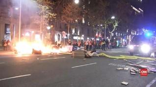 VIDEO: Demo Damai di Barcelona Berakhir Bentrok