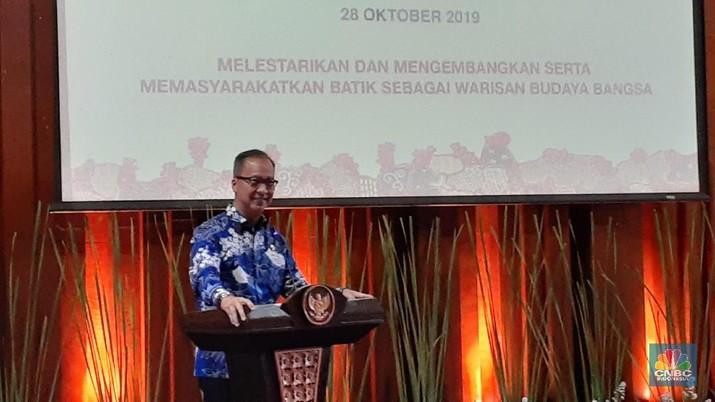 Cangkul impor jadi isu yang digelontorkan Presiden Jokowi.