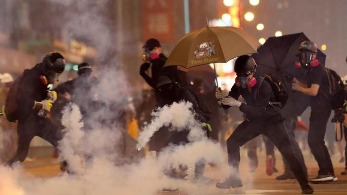 Ini Penampakan Demonstran yang Makin Beringas di Hong Kong
