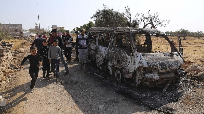 Pemimpin ISIS, Abu Bakr al-Baghdadi, dilaporkan tewas dalam serangan gabungan di Suriah pada akhir pekan lalu yang meninggalkan jejak-jejak kehancuran.(AP Photo/ Ghaith Alsayed)