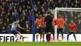 Brighton and Hove Albion sukses bangkit dari ketinggalan 1-2 untuk menang 3-2 atas Everton di Stadion AMEX, Sabtu.Hasil itu membuat Brighton meraih kemenangan ketiga di musim ini. (Gareth Fuller/PA via AP)