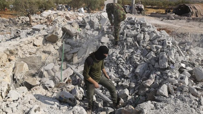 Presiden AS, Donald Trump, mengumumkan kematian Baghdadi dalam serangan pasukan koalisi pimpinan AS di desa Barisha, Idlib, Suriah utara.(AP Photo/Ghaith Alsayed)