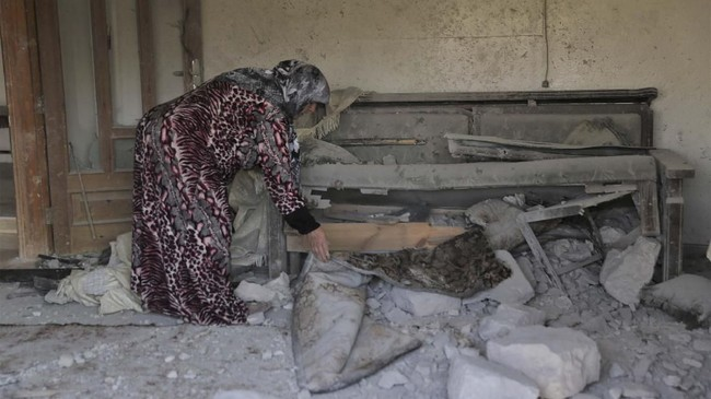 Seorang pejabat senior pertahanan AS menduga Baghdadi meledakkan diri menggunakan rompi yang sudah dipasangi bom saat serangan berlangsung. (AP Photo/ Ghaith Alsayed)