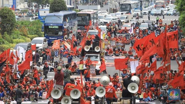 Aksi buruh turun ke jalan akan semakin semarak mulai akhir Oktober sampai awal bulan depan.