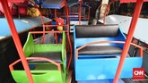 Pelarangan odong-odong oleh Pemprov DKI juga membuat resah pengusaha odong-odong yang tergabung dalam Komunitas Angkutan Lingkungan Darmawisata Anglingdarma. (CNN Indonesia/Daniela Dinda).