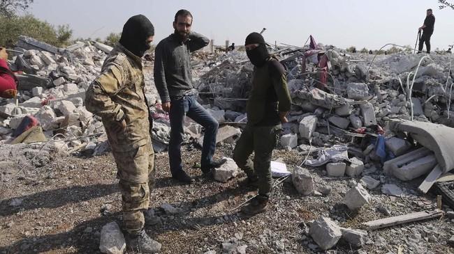 Pada November 2014 lalu, rumor beredar bahwa Baghdadi telah terluka parah atau mati akibat serangan udara di Mosul, Irak. Namun, saat itu Kementerian Pertahanan AS tak dapat mengonfirmasi laporan tersebut. (AP Photo/Ghaith Alsayed)