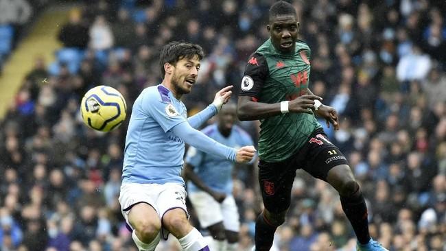 Manchester City melanjutkan tren kemenangan di Liga Inggris usai mengalahkan Aston Villa 3-0 di Stadion Etihad, Sabtu (26/10). Gol-gol Man City ke gawang Villa dicetak Raheem Sterling, David Silva, dan Ilkay Guendogan. (AP Photo/Rui Vieira)
