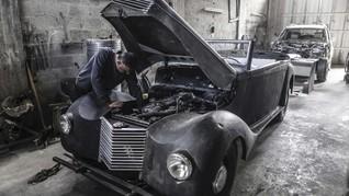 FOTO: Secarik Cerita Restorasi Mobil Klasik di Gaza