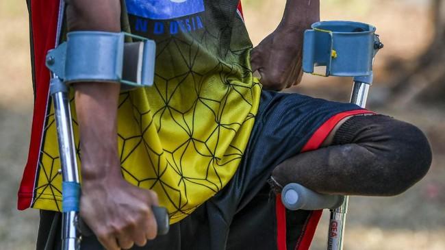 Melalui prestasi yang diraih, tim Garuda INAF terus memperjuangkan hak-hak mereka dalam dunia olahraga. Keterbatasan fisik bukan penghalang bagi mereka untuk mengibarkan Merah Putih di tiang tertinggi. (ANTARA FOTO/Galih Pradipta)