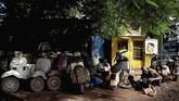 Piaggio, produsen Vespa, telah menjual setidaknya 19 juta unit di seluruh dunia sejak 1946. Tidak ada satupun dealer Vespa pernah berdiri di Mali namun keberadaannya diprediksi berasal dari negara-negara tetangga. (MICHELE CATTANI / AFP)