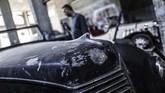 Armstrong, kata Al Shindi, merupakan mobil asal Inggris disukai penggemar mobil. Namun mobil ini disebut tidak terlalu populer, itu sebabnya suku cadang tidak tersedia.(MAHMUD HAMS / AFP)