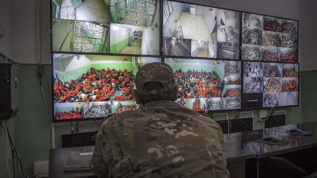 Kebanyakan milisi ISIS yang ditahan Kurdi mendapat perlakuan ala kadarnya. (FADEL SENNA/AFP)