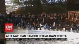 VIDEO: Aksi Tawuran di Manggarai Ganggu Perjalanan Kereta