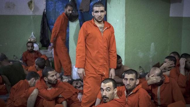 Di Lapas Hasakeh, Suriah, pasukan SDF menahan sekitar 5000 milisi ISIS. (FADEL SENNA/AFP)