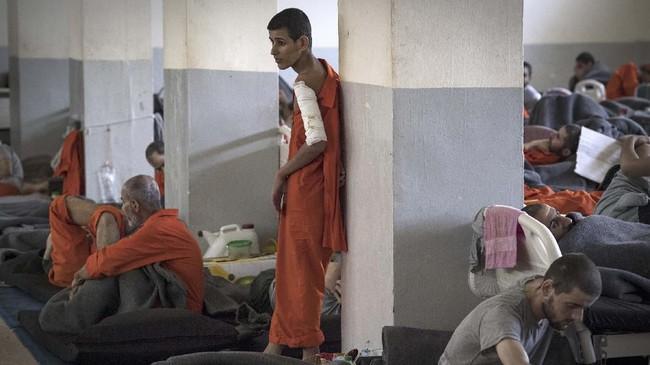 Etnis Kurdi mengelola enam penjara yang khusus menahan para pendukung ISIS. (FADEL SENNA/AFP)