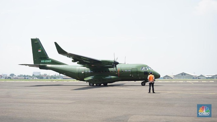 PT Dirgantara Indonesia ekspor satu pesawat  tipe CN235-220 Military Transport ke Nepal untuk Nepalese Army. (CNBC Indonesia/Rahajeng Kusumo Hastuti)