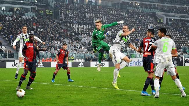 Juventus baru mampu mencetak gol lewat gol sundulan kapten tim Leonardo Bonucci pada menit ke-36 setelah menerima umpan sepak pojok Rodrigo Bentancur. (Alessandro Di Marco/ANSA via AP)