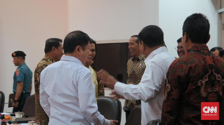Momen Keakraban Sri Mulyani-Prabowo: Sini, Pak, Foto Bareng