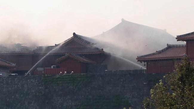 Kastil yang terkenal sebagai destinasi liburan ini dibangun di era Kerajaan Ryukyu pada 1429 dan rampung pada akhir 1800-an ketika dianeksasi oleh pemerintah Jepang di Tokyo.(STR / JIJI PRESS / AFP)