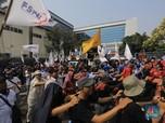 Hari Ini, Puluhan Ribu Buruh Demo Omnibus Law di Depan DPR