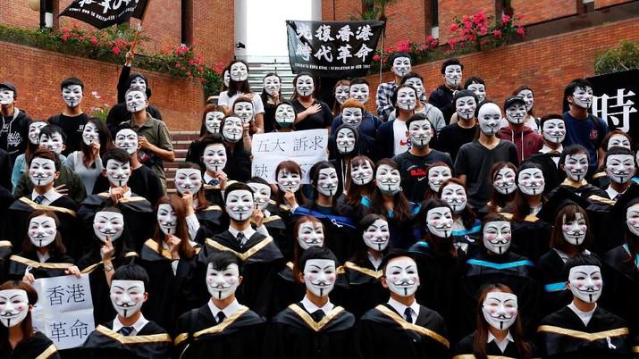 Masih Demo, Mahasiswa Hong Kong Pakai Topeng Ini Saat Wisuda