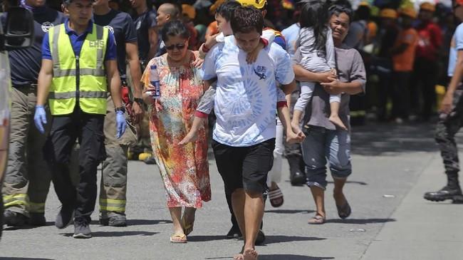 Institut Kegempaan dan Gunung Api Filipina mencatat kekuatan gempa pada hari ini mencapai magnitudo 6,5. (Photo by Manman Dejeto / AFP)