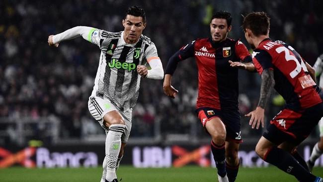 Juventus menjamu Genoa dengan ambisi kembali menggeser Inter Milan dari puncak klasemen sementara Liga Italia 2019/2020. Juventus untuk kali pertama mengenakan kostum keempat musim ini saat melawan Genoa. (MARCO BERTORELLO / AFP)