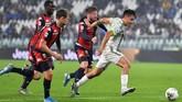 Penyerang Juventus Paulo Dybala kembali menjadi starter bersama Cristiano Ronaldo di lini depan saat melawan Genoa. (Alessandro Di Marco/ANSA via AP)