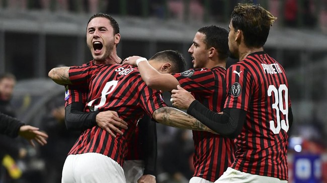 Suso merayakan gol bersama Davide Calabria, Ismael Bennacer, dan Lucas Paqueta.(Photo by MIGUEL MEDINA / AFP)