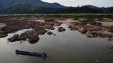 Debit air di sungai mekong, Thailand untuk pertama kalinya menyusut parah.(Photo by Lillian SUWANRUMPHA / AFP)