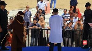 VIDEO: Oknum Ulama Cabul Dihukum Cambuk di Aceh