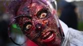 Salah satu pengunjung pestakostum Halloween di Essen,Jerman. Halloween memang telah berlalu, namun keriaannya di penjuru dunia masih terasa hingga akhir pekan kemarin. (AFP/Ina Fassbender)