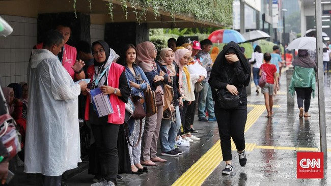 Saatjumpa pers pada Kamis (31/10), BMKG menyatakan masa-masa suhu panas ekstrem sudah terlewati di ganti hujan lebat di sejumlah daerah dalam sepekan mendatang.(CNN Indonesia/ Safir Makki)