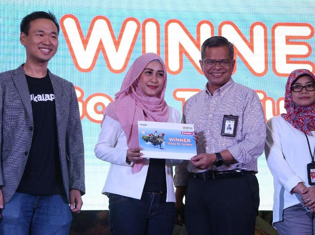 PT Bank Negara Indonesia (Persero) Tbk (BNI) menjalin sinergi dengan Bukalapak, salah satu e-commerce terkemuka saat ini dalam menyediakan produk tabungan khusus yang dapat memudahkan para pebisnis itu dalam menjalankan bisnisinya, yaitu Taplus Bisnis.