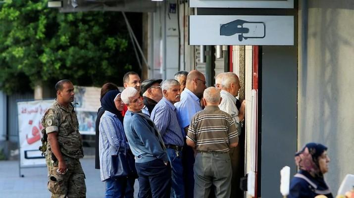 2 Pekan Tutup, Sejumlah Bank di Lebanon Terancam Rush