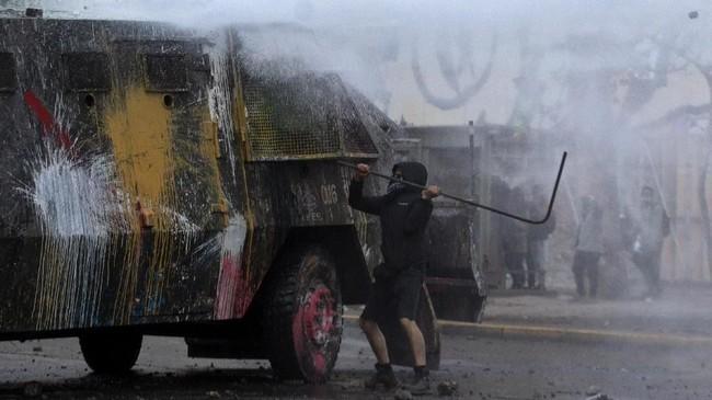 Dalam demo sebelumnya dilaporkan 20 orang meninggal dunia dan 1.300 orang luka-luka.(Photo by CLAUDIO REYES / AFP)