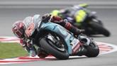 Fabio Quartararo menjadi pebalap tecepat pada kualifikasi MotoGP Malaysia di Sirkuit Sepang, Sabtu (2/11) dengan catatan waktu 1 menit 58,303 detik. (AP Photo/Vincent Phoon)