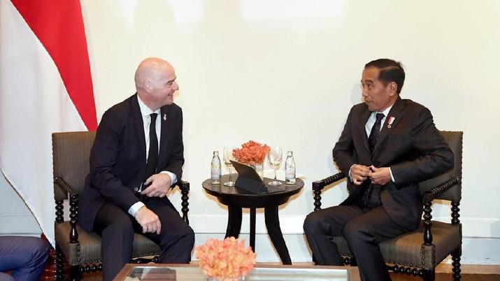 Presiden Joko Widodo menyatakan sepak bola merupakan olahraga paling populer di Indonesia dan kini terdapat 1679 klub sepak bola nasional di Indonesia.