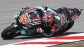 Fabio Quartararo berhasil meraih pole position pada menit akhir kualifikasi. (AP Photo/Vincent Phoon)