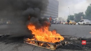 VIDEO: Demo di Baghdad, Massa Blokir Jalan