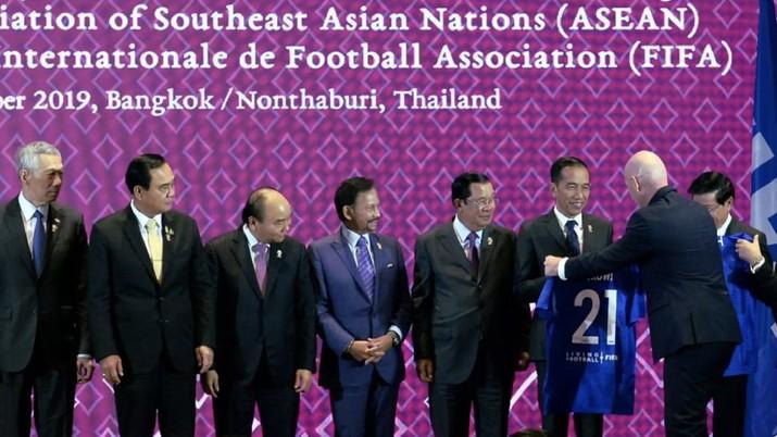 Presiden Jokowi satu-satunya yang dapat jersey nomor 21 dari FIFA, kenapa?