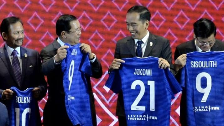 Dari sekian kepala negara di ASEAN, hanya Presiden Jokowi yang dapat jersey nomor 21, kenapa?