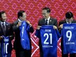 Keren! Ini Hadiah Presiden FIFA ke Jokowi, Jersey Nomor 21