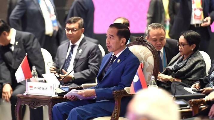 Presiden Joko Widodo (Jokowi) bicara soal anggaran di daerah yang harus mendapatkan pengawasan khusus dari para kepala daerah.