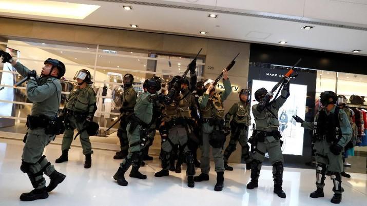 Tegang, Polisi Masuk Mall Amankan Pendemo Hong Kong