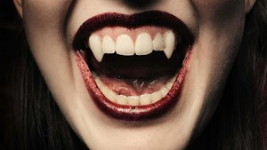 Terobsesi Vampir,Wanita Finlandia Pasang Taring Gigi Permanen