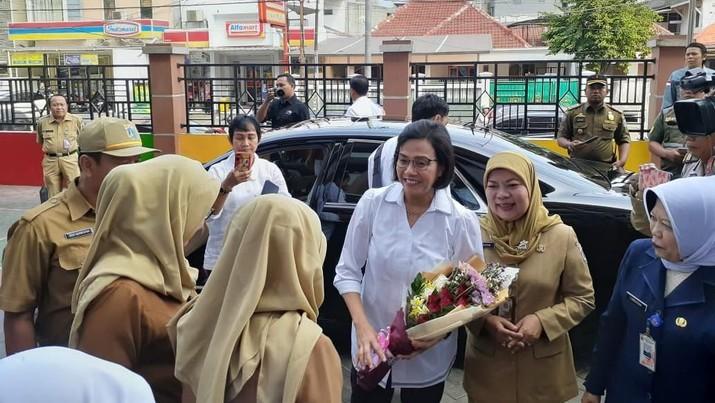 Menteri Keuangan Sri Mulyani Indrawati menjadi pengajar di SD Negeri 01 Kenari, Jakarta Pusat.