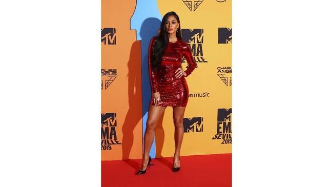 PenyanyiNicole Scherzinger tampil seksi dengan mini dress sekuin. Gayanya memang terlihat sederhana, namun terlihat sesuai dengan bentuk tubuhnya.(Joel C Ryan/Invision/AP)
