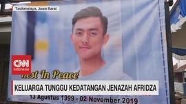 VIDEO: Keluarga Tunggu Kedatangan Jenazah Afridza Munandar
